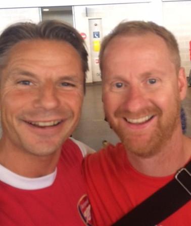 Jens og grant, de som driver reisetsted med å skaffe billeter